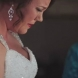 Майката на тази булка, й даде нещо необичайно в деня на сватбата!