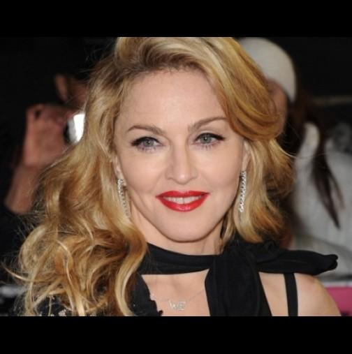 ВИДЕО: Мъж похарчил 75 000 долара, за да прилича на Мадона, ето как изглежда той сега!