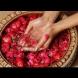 Рецепти за 2 отлични маски за лице, направени от рози