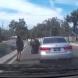 Тя си шофираше спокойно, когато изведнъж направи нещо, от което всички на пътя изтръпнаха!