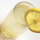 Внимавайте! Пиенето на топла вода с лимон е опасно-Вижте защо!