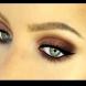 Лесен трик за нанасяне на сенки за очи в два цвята