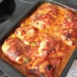 Пилешки бутчета с домати на фурна