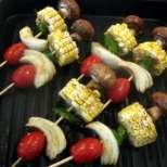 Зеленчукови шишчета с царевица