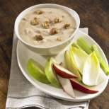 Млечна супа с извара и орехи