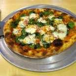 Спаначена пица с бекон