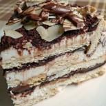 Бисквитена торта с Маскарпоне и течен шоколад