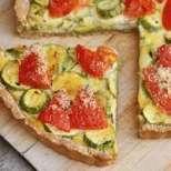 Солен пай с тиквички и домати