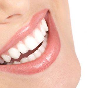 Как да избелим правилно зъбите си