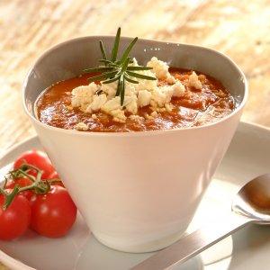 Доматена супа с нахут и сирене
