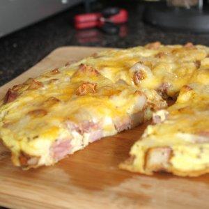 Фритата с картофи, шунка и сирене Чедър