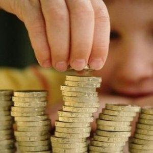 Да даваме ли пари на децата