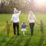Това прилича на една обичайна семейна снимка. Когато обаче разберете какво крие...
