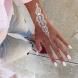 Новата модна тенденция- бели къна татуировки, които изглеждат като дантела на кожата (Снимки)