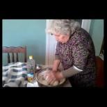 Как се меси питка с късмети за Бъдни вечер! Баба Пана разкрива тайната на меката погача (ВИДЕО)