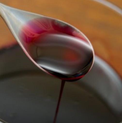 Бабин сироп за пречистване на шлаките от организма. Състои се само от 2 съставки, които ги има във всеки дом