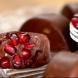 Десерт за 5 минути: Уникални шоколадови бонбони със зърна от нар!