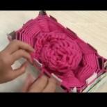Плетене на шал на кутия- светът полудя по тази тенденция. Толкова е лесно, че и децата се справят без проблем. Вижте как става (Видео)