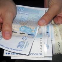 Минималната работна заплата става 700 лева, но само за хора, отговарящи на следните условия