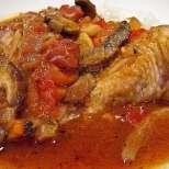 Пиле яхния с маслини и гъби