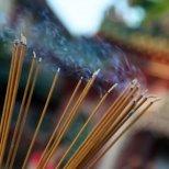 Какво представляват ароматните пръчици във Фън Шуй
