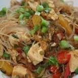 Оризови спагети с пиле и зеленчуци