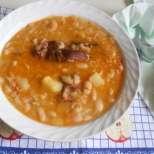 Чорба с кисело зеле, грах и картофи