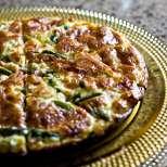 Фритата със зелен боб и шунка