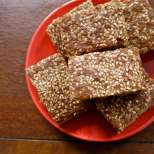 Пълнозърнест кекс с тахан и орехи