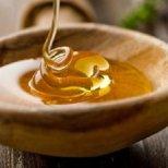 Как да приготвим домашен  ексфолиант за лице с мед