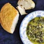 Зелена супа със спанак и праз