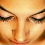 Народни рецепти за стимулиране растежа на миглите