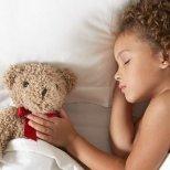 Как да научите детето си да спи само