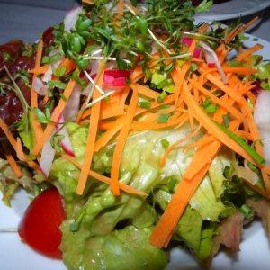 Свежи и вкусни салатки за сезона