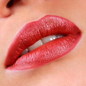 Упражнения за по-плътни и хубави устни