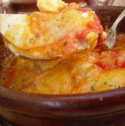 Варени яйца в сос под капак