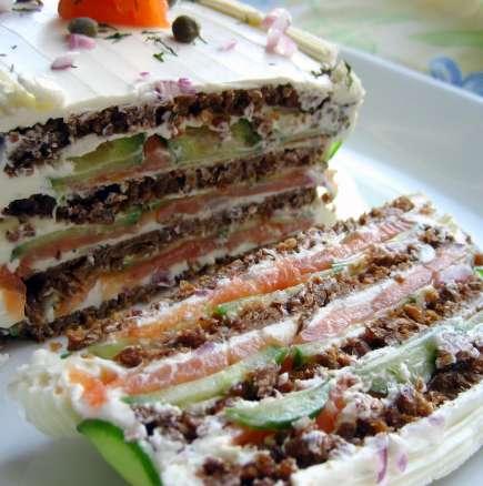 Солена торта със сьомга и крема сирене