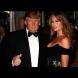 Война в интернет! Съперник на Тръмп го прецаква с гола снимка на жена му