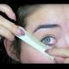 Тя сложи хартиено тиксо под окото си и това, което последва ще ви накара веднага да пробвате и вие (Видео)