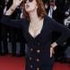 Деколте до пъпа и цепка до бедрото: 69-годишната актрисата отново шокира със скандален външен вид