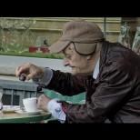 Възрастна жена сложи хапче в кафето на мъжа си и последва шок!