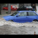 Още два града в Централна България се давят вече над час в порой и градушка!