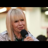 Вижте защо Лили Иванова не е ходила от 25 години на море!