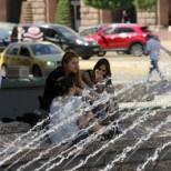 Внимание, опасни горещини! Адска жега ни  връхлита , живакът скача до 40 градуса