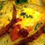 Бързи печени картофи със сирене и бекон