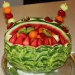 Плодова салата в диня