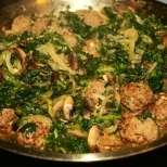 Кюфтета в сос от спанак и печурки