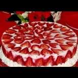 Торта с ягоди и кисело мляко за половин час