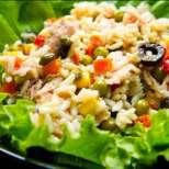 Пролетен обяд: салата с ориз и риба тон