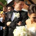 Двойките събират средства за сватба поне 3 години